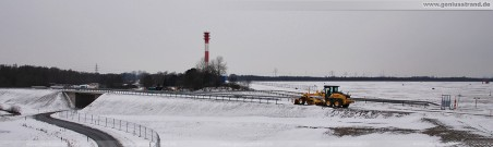 Die schneebedeckte JadeWeserPort Baustelle im Winter 2009