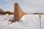 Gleistrasse JadeWeserPort: Rechts der Voslapper Groden-Süd