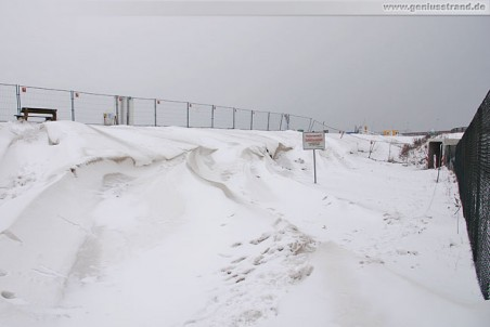 JadeWeserPort: Schneeverwehungen am ehemaligen Geniusstrand 2010