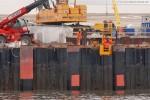 JadeWeserPort: Die Fenderrohre werden mit Beton ausgegossen