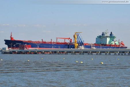 Der eisbrechende Tanker Tempera in Wilhelmshaven