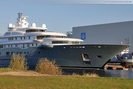 April 2010 - Luxus-Yacht Radiant in Wilhelmshaven
