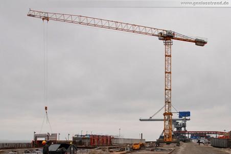 JadeWeserPort-Baustelle: Turmdrehkran Liebherr 110 EC-B 6