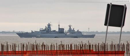 Die Fregatte Schleswig-Holstein (F 216) auf den Weg zum Anti-Piraten-Mission Atalanta vor der Küste Somalias