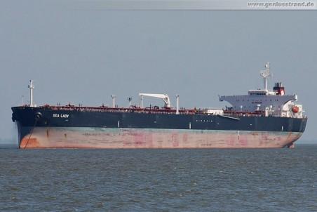 Tanker Sea Lady liegt auf Reede vor Wilhelmshaven