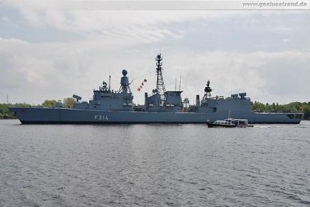 Die Fregatte Lübeck (F 214) im Nordhafen