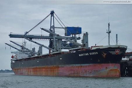 Frachtschiff Maritime Queen löscht 57.000 t Kohle an der Niedersachsenbrücke