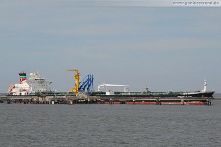 Tanker British Falcon löscht 100.000 t Rohöl