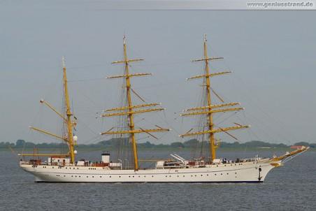Segelschulschiff Gorch Fock II im Jadefahrwasser