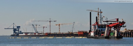 Fotos JadeWeserPort Hafenbaustelle Wilhelmshaven: Schneidkopfsaugbagger Pirat X baggert vor der neuen Hauptkaje