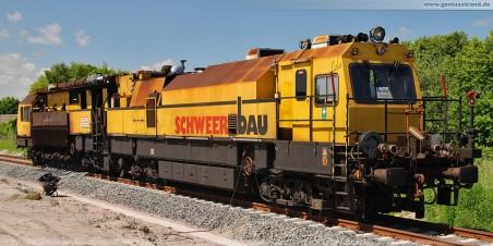 Gleisanbindung JadeWeserPort: Schienenschleifmaschine SPML 16 der Firma Schweerbau