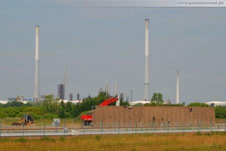 Gleistrasse JadeWeserPort: Abriss der grünen Lärmschutzwand