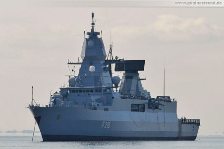Fregatte Sachsen (F 219) auf Reede vor Wilhelmshaven