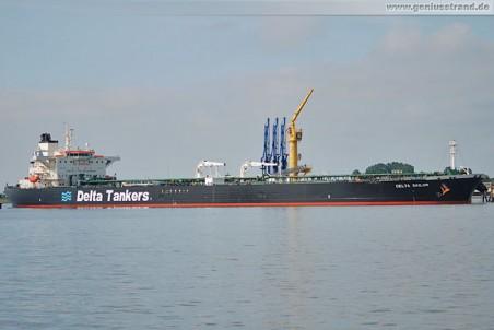 Tanker Delta Sailor an der NWO-Löschbrücke