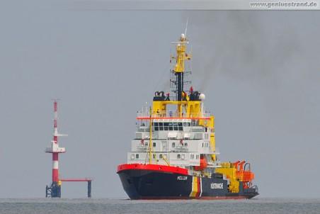 Gewässerschutzschiff Mellum in Höhe des Radarturms Hooksielplate