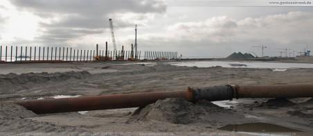 JadeWeserPort: Blick zur 1.725 m Langen im Bau befindliche Hauptkaje