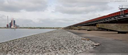 JadeWeserPort: Blick auf den Süddamm der an der Niedersachsenbrücke angrenzt