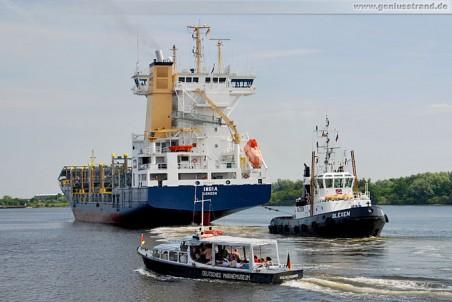 Der Auflieger India verlässt Wilhelmshaven