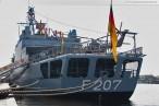 Die Fregatte Bremen beim Wochenende an der Jade 2010