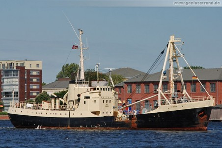 Taucherbasisschiff Soeloeven im Großen Hafen
