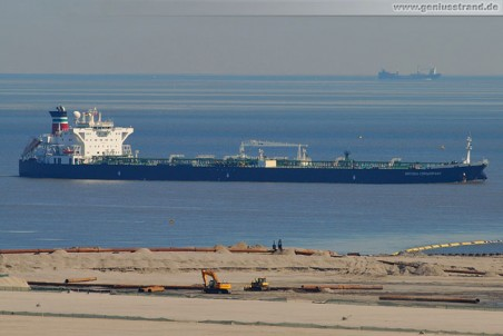 Tanker British Cormorant wird 80.000 Rohöl an der NWO-Brücke löschen