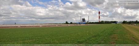 Neuer Deichweg entlang der JadeWeserPort-Baustelle (Deichkrone Neuer Voslapper Seedeich)