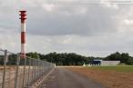 Neuer Deichweg entlang der JadeWeserPort-Baustelle