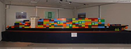 Weltrekord am JadeWeserPort: Containerschiff aus Lego mit einer Länge von 7,66 Metern