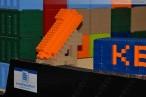 Weltrekord am JadeWeserPort: Längstes Containerschiff aus Lego
