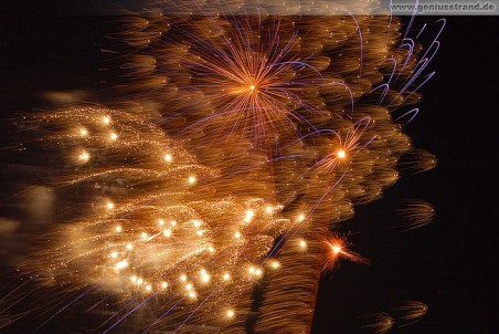 Wilhelmshaven: Feuerwerk JadeWeserPort Cup 2010