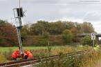Ölweiche (Weiche 57): Montage der Eisenbahnsignale per Hubschrauber