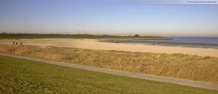 Wilhelmshaven: Sicht vom Deich auf den Geniusstrand der auch Geniusbank genannt wird