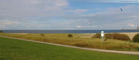 Wilhelmshaven: Blick vom Neuen Voslapper Seedeich auf den Geniusstrand