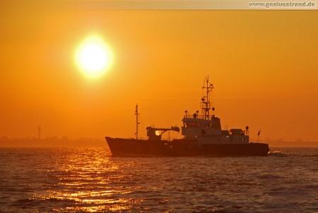 Wilhelmshaven: Tonnenleger Schillig in der Morgensonne