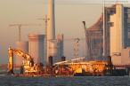 Die JadeWeserPort-Baustelle in der Morgensonne