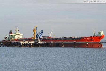 Tanker Nancy Knutsen an der NWO-Pier