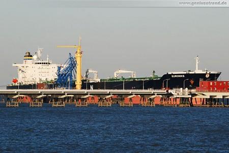 Tanker Euronike löscht 75.000 t Rohöl an der NWO-Löschbrücke