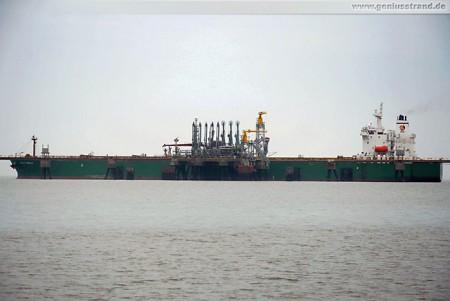 Der Tanker Gulf Cobalt löscht 22.000 t Gasöl an der WRG-Löschbrücke