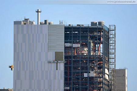 Montage der Stahlblechverkleidung am Kesselhaus der GDF Suez