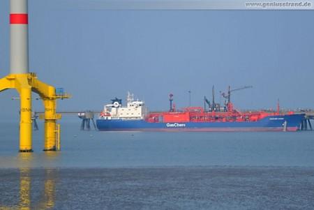 Tanker Gaschem Caribic löscht 4.500 t Äthylen an der Ineos-Löschbrücke