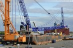 Schwerlastponton Giant 4 am Nordwestkai in Wilhelmshaven