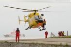 Hooksiel Außenhafen: Windenübung am Hubschrauber Christoph 26