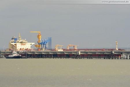 Öltanker Krymsk löscht 100.000 t Rohöl an der NWO-Löschbrücke