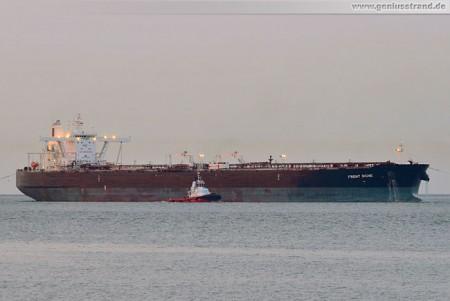 Supertanker Front Signe löscht über 122.000 t Mineralöl in Wilhelmshaven