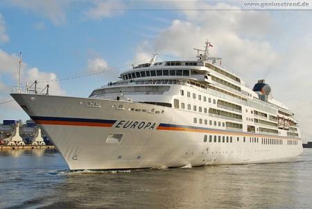 Kreuzfahrtschiff MS Europa in Wilhelmshaven