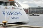 Das Luxus-Kreuzfahrtschiff MS Europa zu Gast in Wilhelmshaven