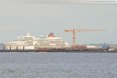 MS Europa an der JadeWeserPort Baustelle Wilhelmshaven