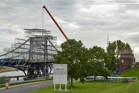 Kaiser-Wilhelm-Brücke: Der südliche Brückenflügel wird eingerüstet