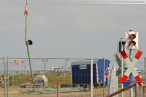JadeWeserPort: Montage von Lampen & Signalen per Hubschrauber