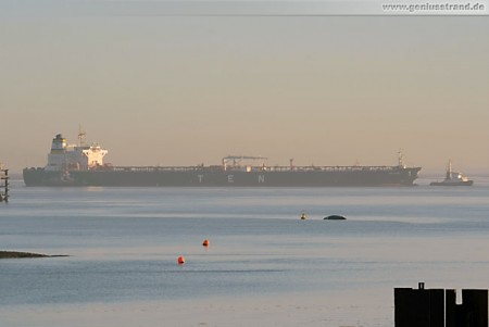 Tanker Proteas wird 100.000 t Rohöl an der NWO-Brücke löschen